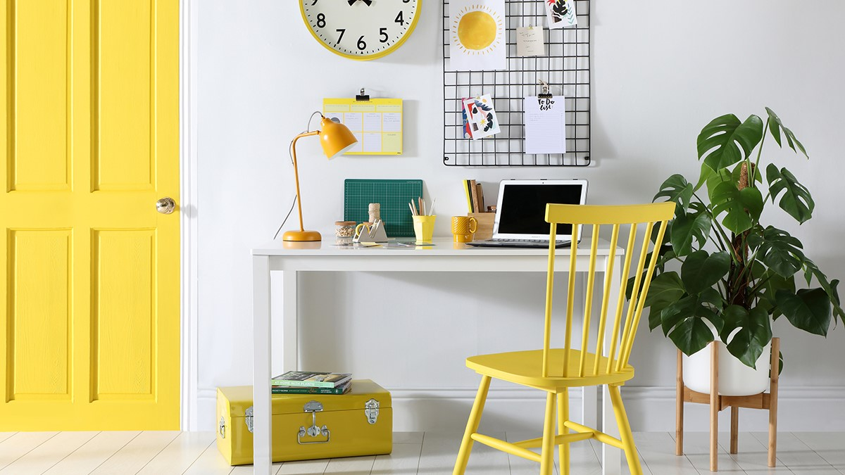 Yellow in a home office boosts creativity